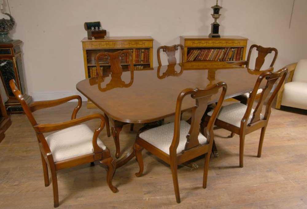 Regency Pedestal Dining Table in Walnut Tables